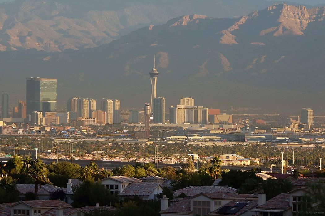 Los vientos no serán tan fuertes el viernes y el máximo debería llegar a los 70 en el Valle de Las Vegas. (Bizuayehu Tesfaye / Las Vegas Review-Journal) @bizutesfaye