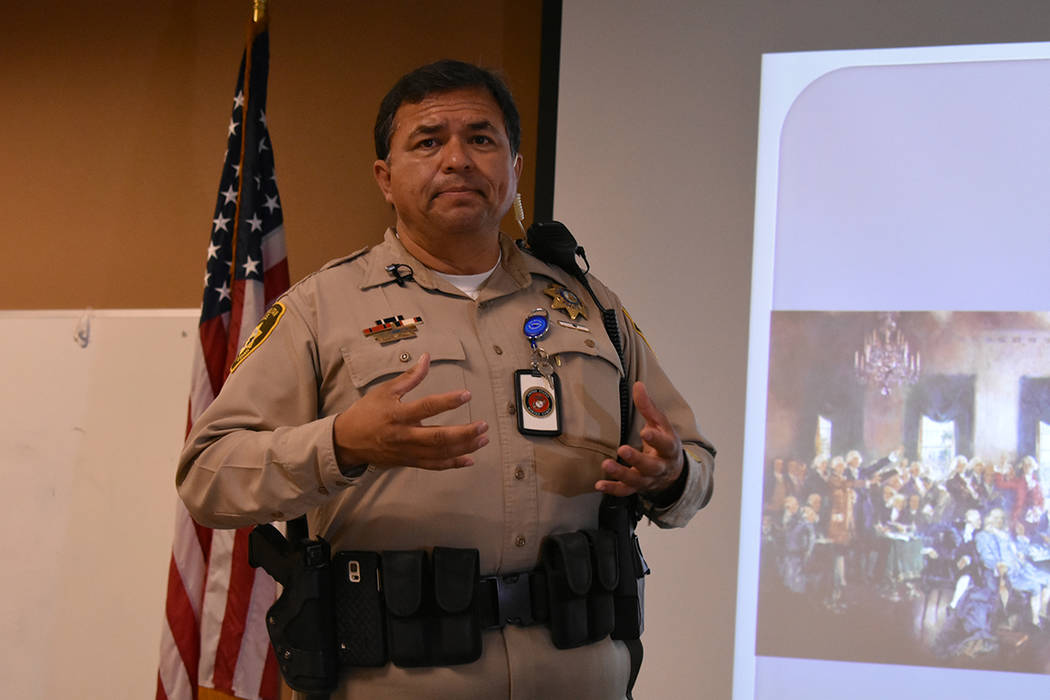 El oficial David Ciénega busca revivir la reunión comunitaria latina 'Segundo Martes'. Martes 10 de abril de 2018 en la oficina principal de LVMPD. Foto Anthony Avellaneda / El Tiempo.