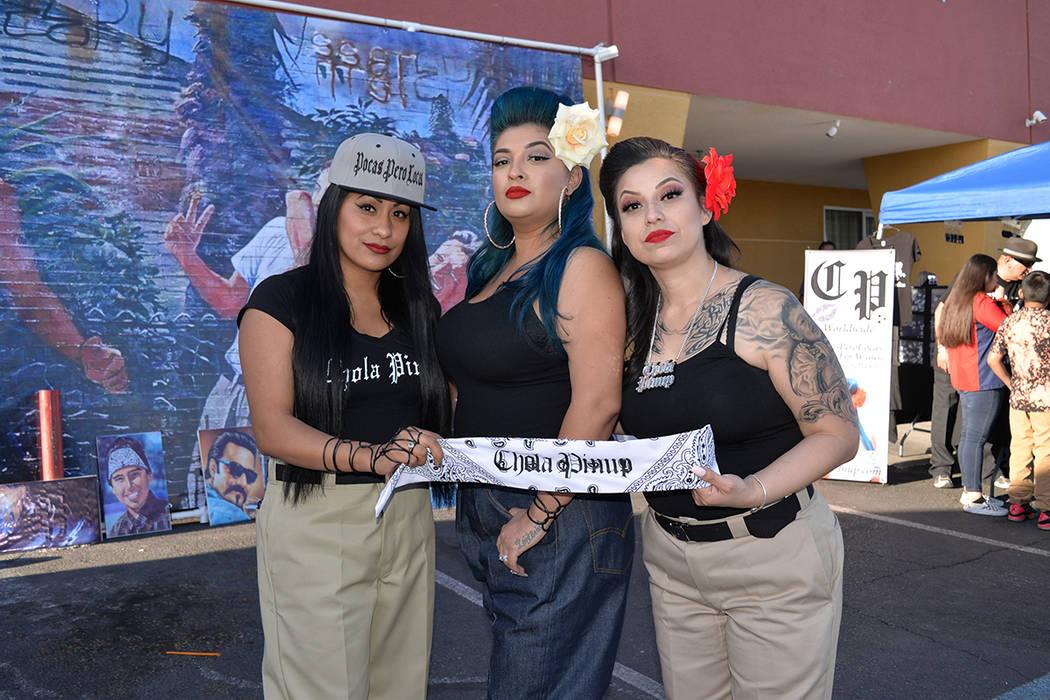 """Chacha, Lady Sur y Jenny, pertenecen al movimiento nacional que empodera a las mujeres """"Chola PinUp"""". Sábado 14 de abril, en el noreste de la ciudad. Foto Frank Alejandre / El Tiempo."""