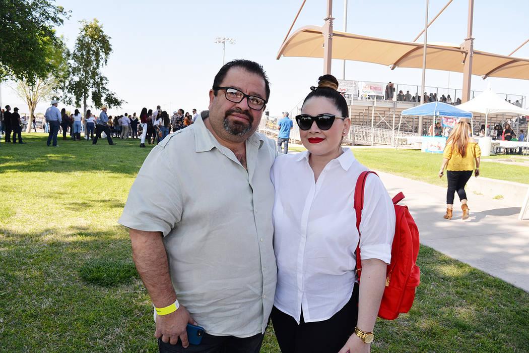 Sandra y Edgar Romero, disfrutaron de las actividades del jaripeo baile el pasado sábado 14 de abril en el Horseman's Park. Foto Frank Alejandre / El Tiempo.
