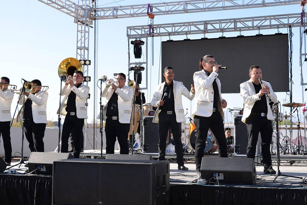 La Banda Corazón Sinaloense. Sábado 14 de abril en el Horseman's Park. Foto Frank Alejandre / El Tiempo.