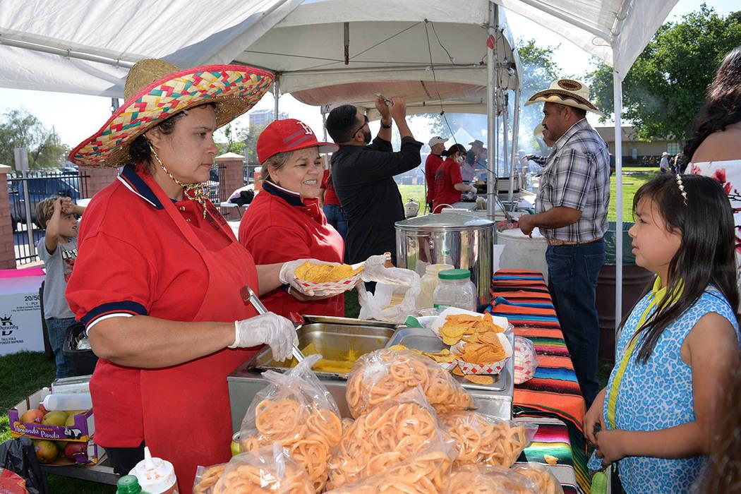 En el Horseman's Park se llevo a cabo el primer Jaripeo de Verano, en esta ocasión organizado por Carrasco Entertainment y contó con la participación estelar de la Banda Los Sebastianes, de M ...