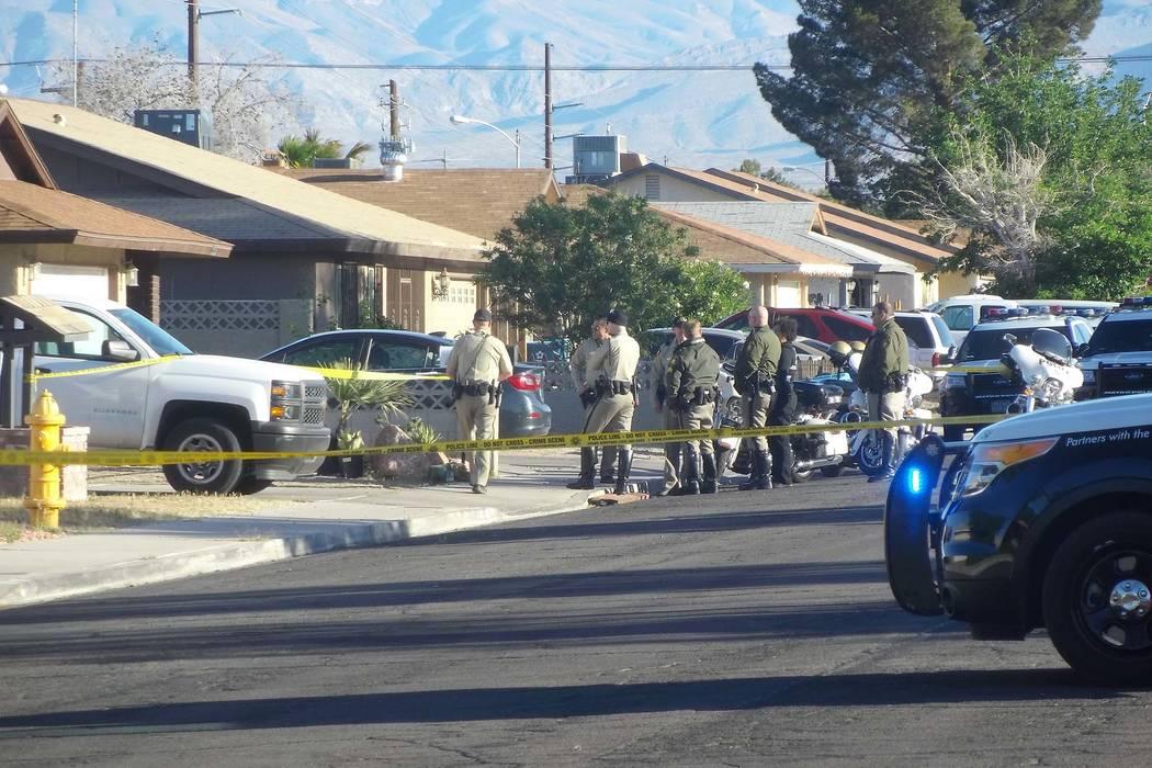 La policía de Las Vegas investiga un accidente automovilístico fatal en la cuadra 1900 de Pasadena Boulevard, en el noreste de Las Vegas, el martes 17 de abril de 2018. (Max Michor / Las Vegas R ...