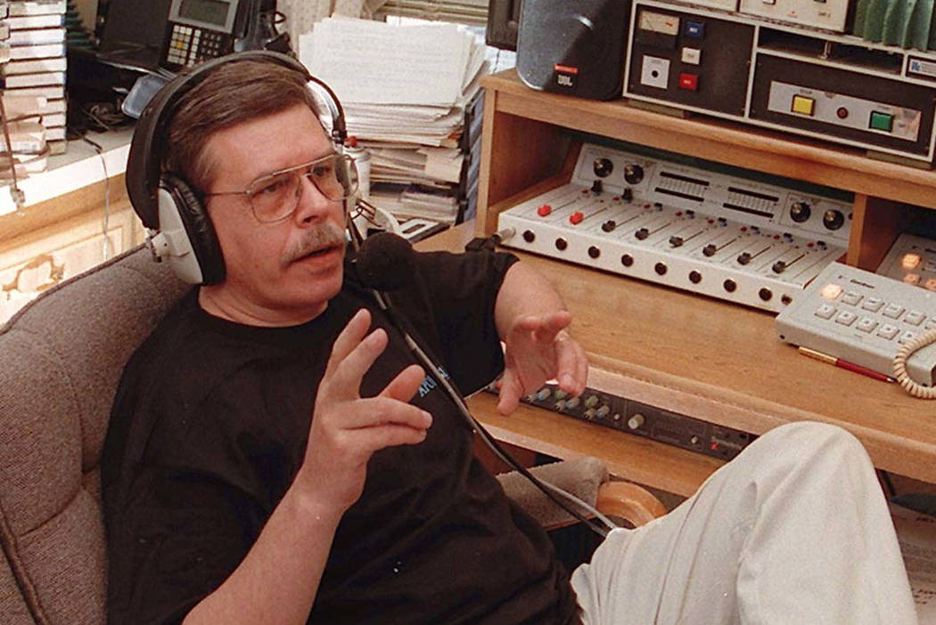Art Bell visto en su casa en Pahrump en 1996. (Las Vegas Review-Journal)