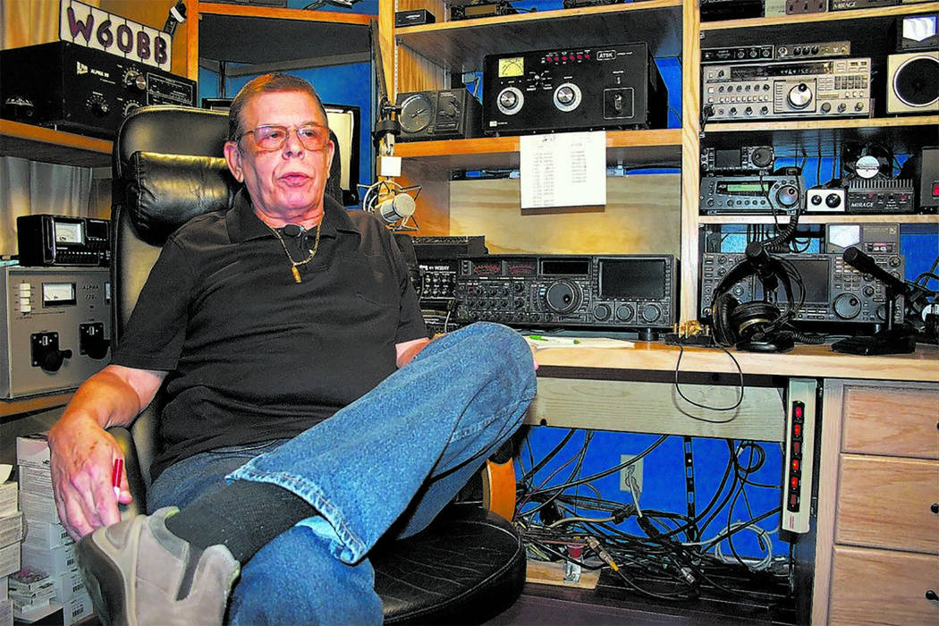 Art Bell, de 72 años, fue el fundador y presentador original del programa de radio de temática paranormal Coast to Coast AM, que se distribuyó en cientos de estaciones de radio en los Estados U ...