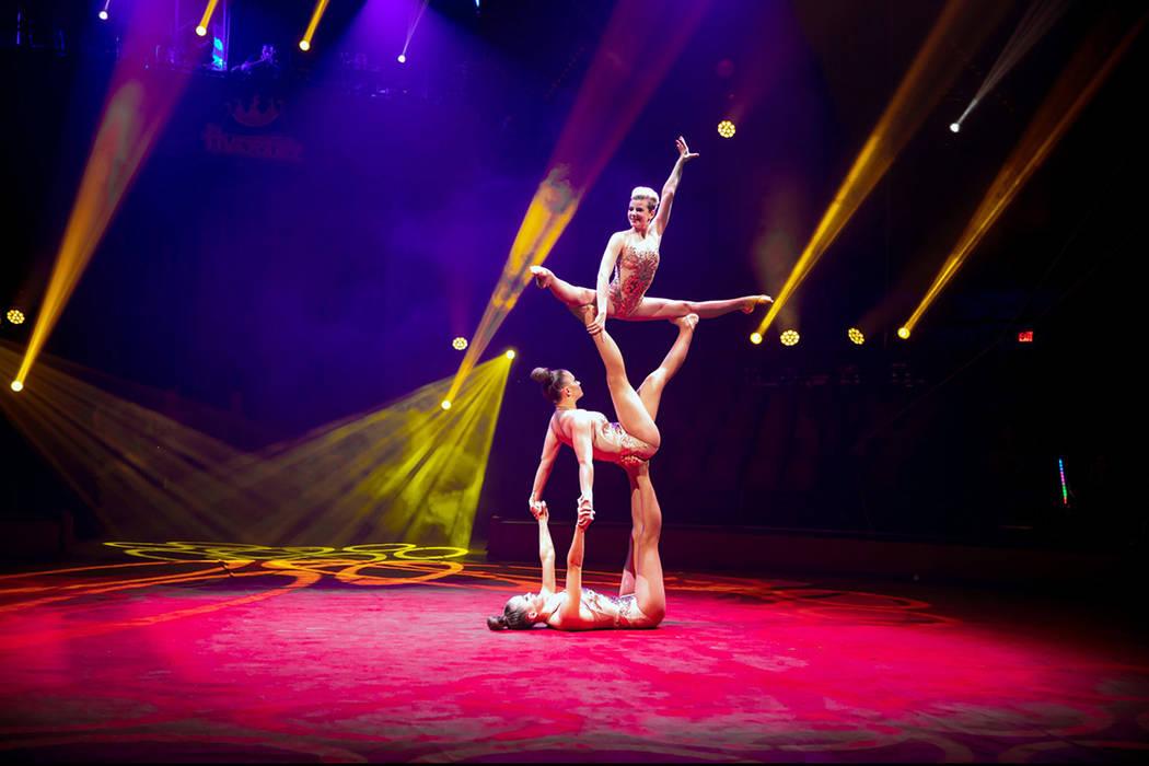 Ante las dificultades de operar en México por la prohibición al uso de animales, algunos circos mexicanos se han mudado a Estados Unidos, donde ofrecen su espectáculo de acróbatas y payasos en ...