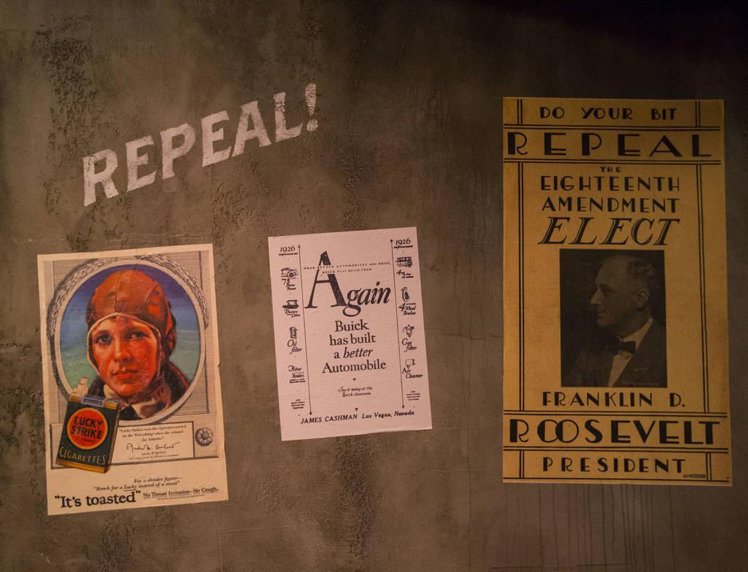 Los anuncios de la época de la prohibición se exhibieron en The Underground en The Mob Museum en el centro de Las Vegas el sábado 14 de abril de 2018. La exhibición de la era Prohibition en el ...