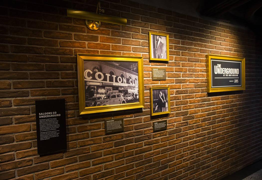 Las fotos históricas exhibidas en el bar clandestino como toques finales se hacen en The Underground en The Mob Museum en el centro de Las Vegas el sábado 14 de abril de 2018. La exhibición de ...