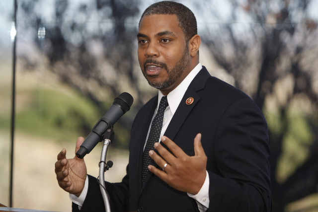 El representante Steven Horsford, Demócrata por Nevada, habla durante un evento para celebrar la aprobación de la legislación por parte del Congreso que designa a Tule Springs como el único mo ...