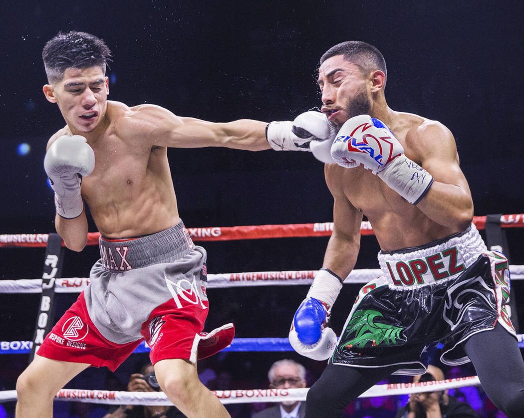 Max Ornelas y Tony López protagonizaron una intensa pelea, la cual terminó con triunfo para Ornelas. Viernes 20 de abril de 2018 en Pabellón Cox. Foto Benjamín Hager / Las Vegas Review-Journal.
