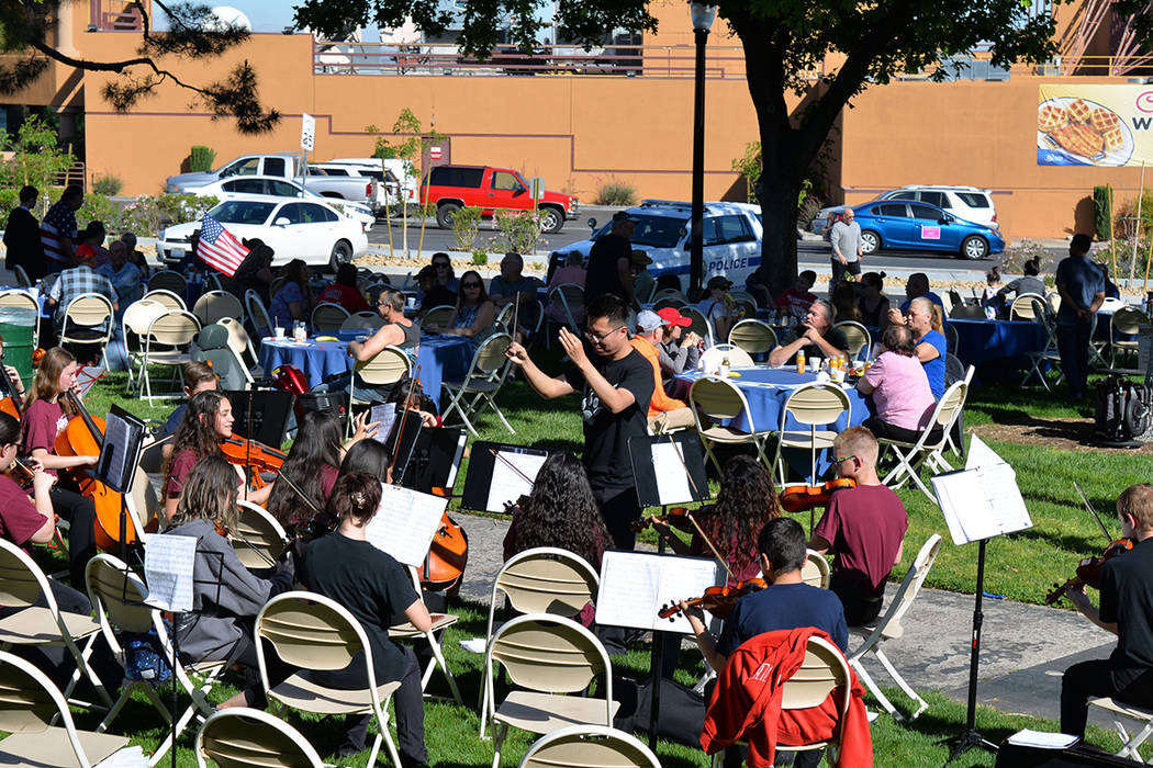 Un soleado día de festividades sobre la Water Street. Sábado 21 de abril de 2018 en el centro de Henderson. Foto Frank Alejandre / El Tiempo.