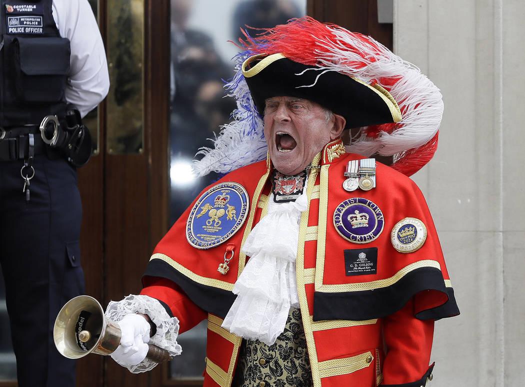 El vocero de la ciudad: Tony Appleton anuncia que la Duquesa de Cambridge dio a luz a un bebé fuera del ala Lindo en el Hospital St Mary en Londres, Londres, el lunes 23 de abril de 2018. Kensing ...