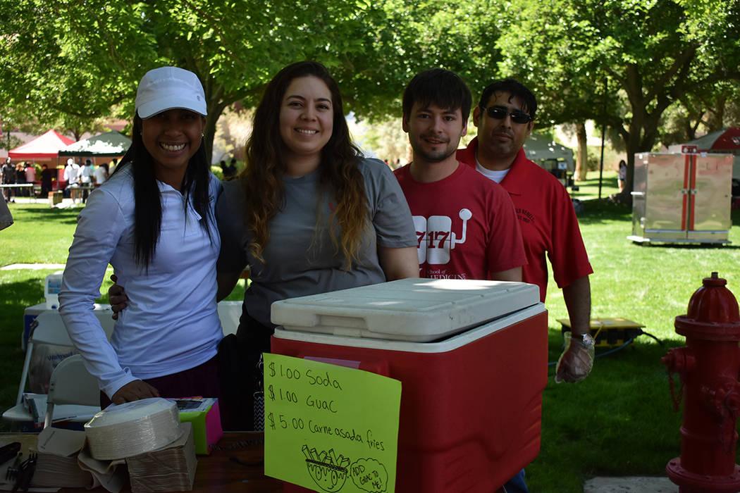 Estudiantes de medicina representaron a la comunidad latina en el 'Festival de las Comunidades 2018'. Sábado 21 de abril de 2018 en UNLV. Foto Anthony Avellaneda / El Tiempo.
