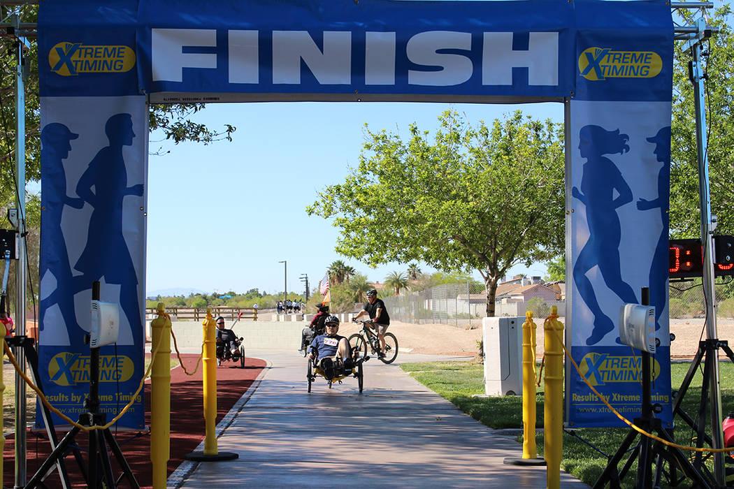 Atravesar la meta era un reto personal de cada participante. Sábado 22 de abril, Parque Wayne Bunker. Foto Cristian De la Rosa / El Tiempo - Contribuidor.