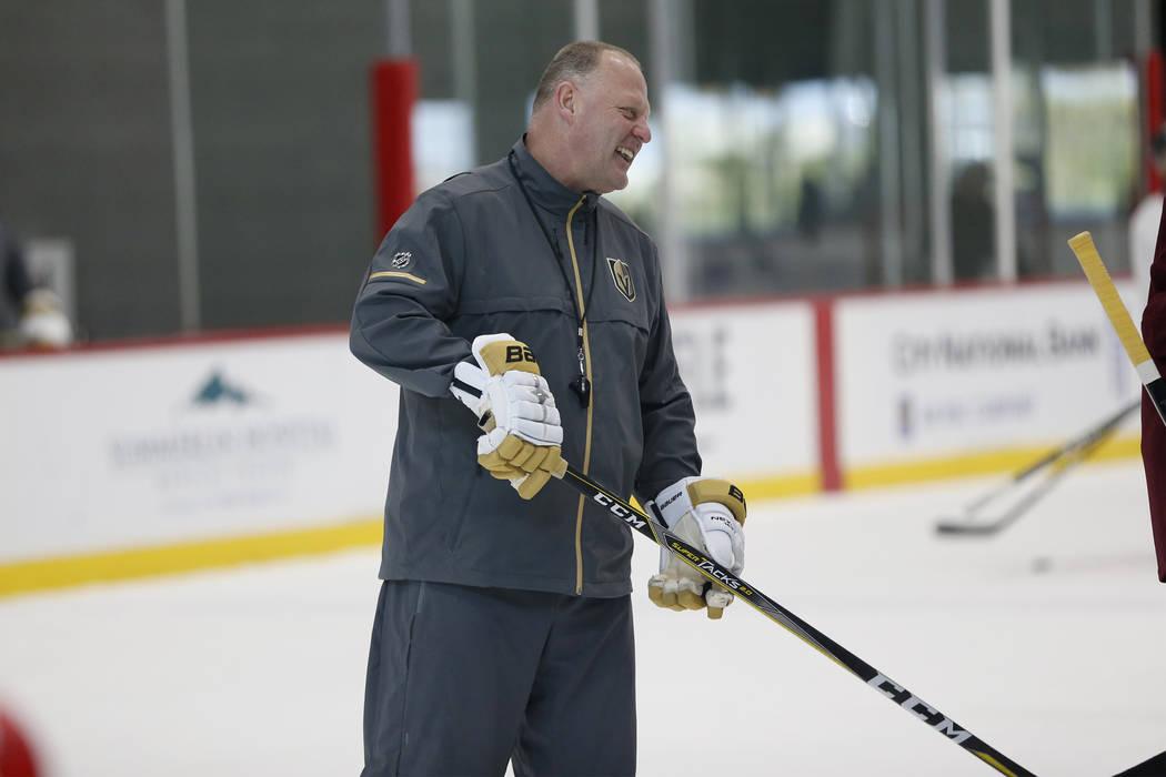 El entrenador de Vegas Golden Knights, Gerard Gallant, durante una práctica de equipo en City National Arena en Las Vegas, el sábado 21 de abril de 2018. Erik Verduzco Las Vegas Review-Journal @ ...