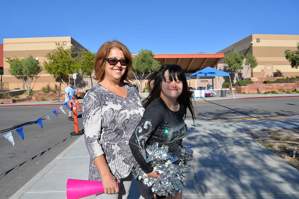 Deborah Avery y su hija Randi Ann, en la línea de meta. Sábado 21 de abril de 2018, en la escuela West Career Tech Academy. (Foto Frank Alejandre / Tiempo)