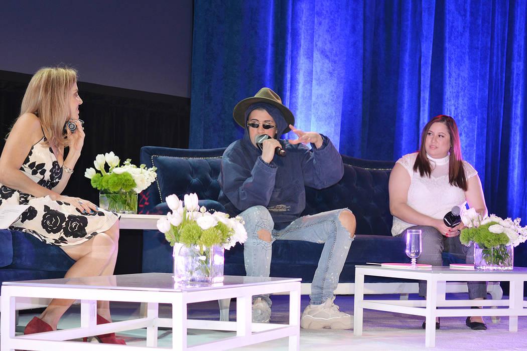 Moderaron la conferencia Leila Cobo, a la izquierda, y Suzette Fernández. 2. Martes 24 de abril en el Marcello Ballroom del hotel y casino Venetian. (Foto Frank Alejandre / El Tiempo)