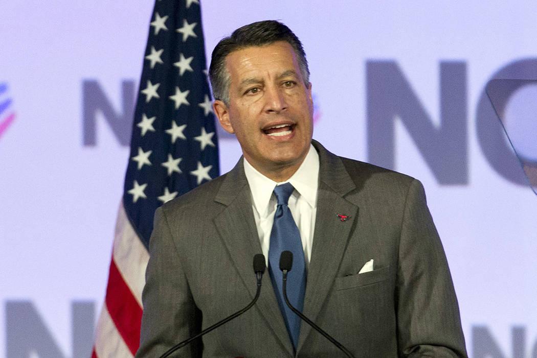 El gobernador de Nevada: Brian Sandoval, habla durante una reunión de gobernadores en febrero en Washington. (AP Photo / Jose Luis Magana)