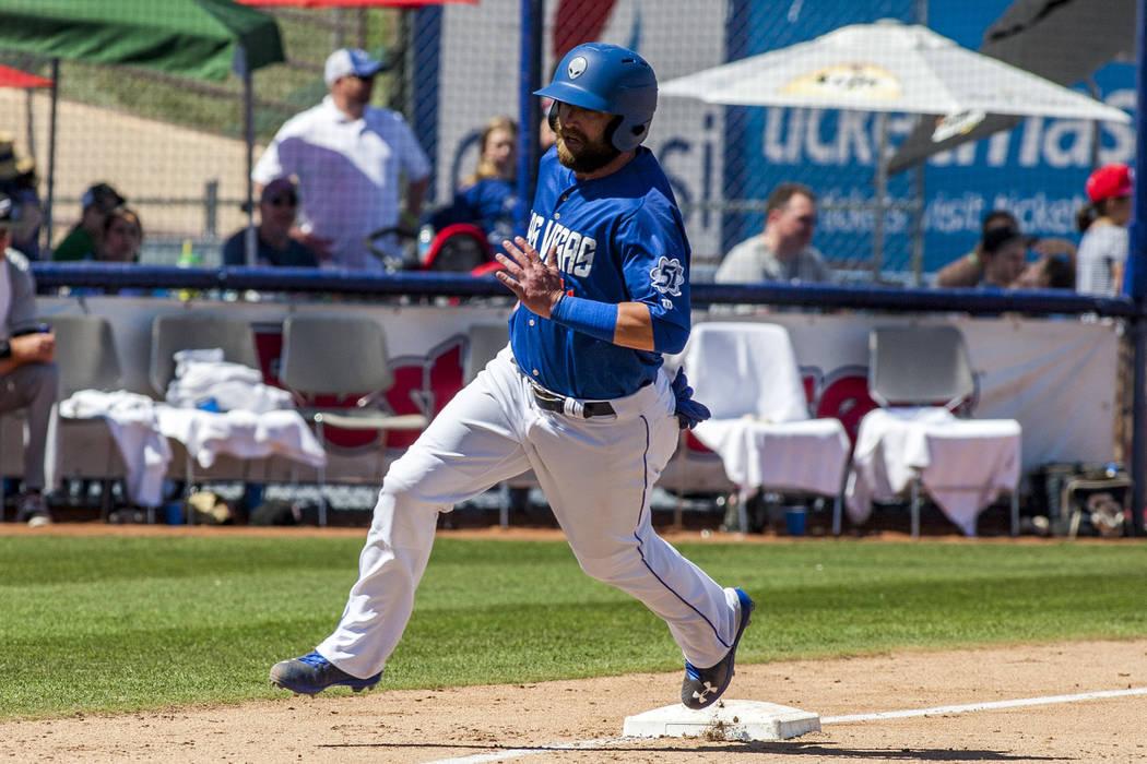 El campista izquierdo de los 51s: Bryce Brentz, recorre la tercera base y anota una carrera contra los Chihuahuas de El Paso durante la séptima entrada en Cashman Field en Las Vegas el domingo 22 ...