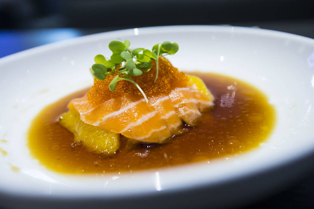 Salmón anaranjado en Sapporo Revolving Sushi en Las Vegas el miércoles 25 de abril de 2018. Chase Stevens Las Vegas Review-Journal @csstevensphoto