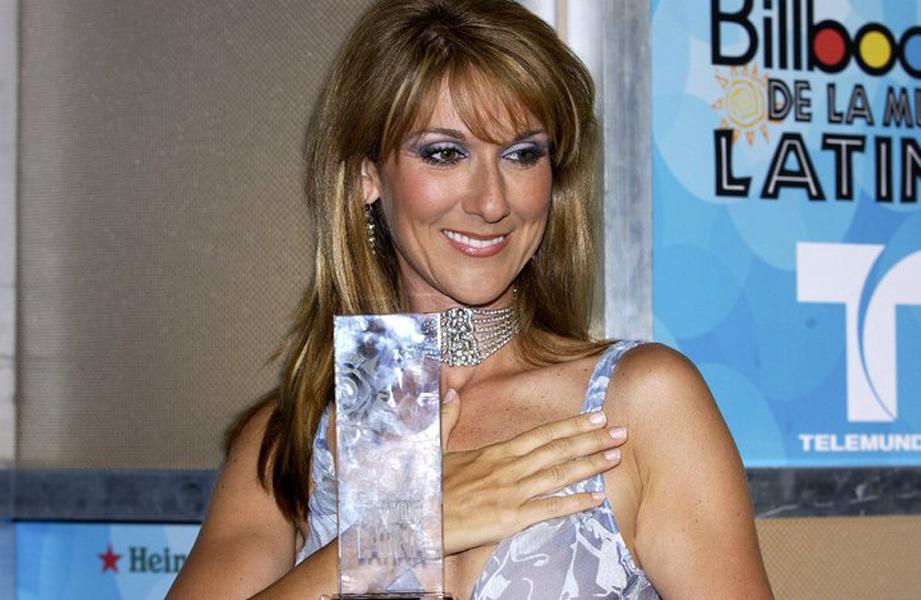 2002 Celine Dion Recibe Premio y Se Presenta en Premios Billboard