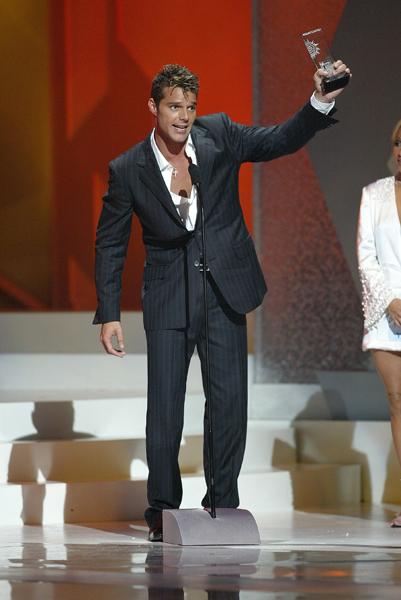 2004- Ricky Martin recibe Premio Billboard