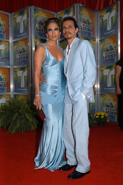 2005- Marc Anthony y JLo Llegan a la Alfombra de Premios Billboard