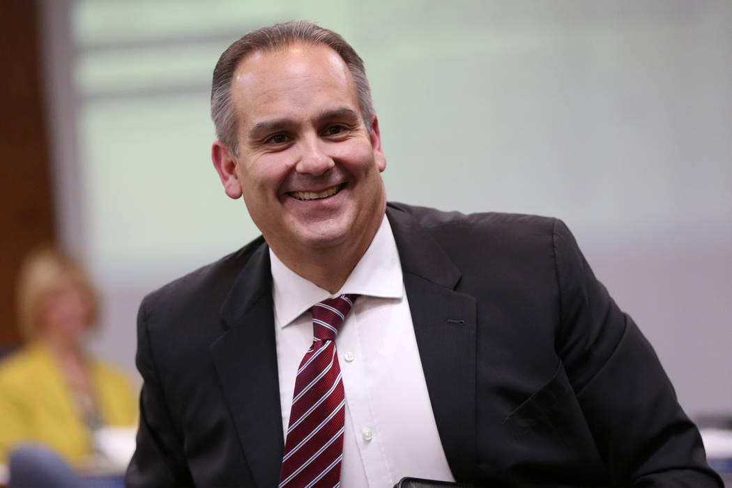 Jesús Jara, candidato a superintendente del Distrito Escolar del Condado de Clark, durante una reunión del Consejo Directivo del CCSD en el centro educativo del CCSD en Las Vegas, Las Vegas, el ...