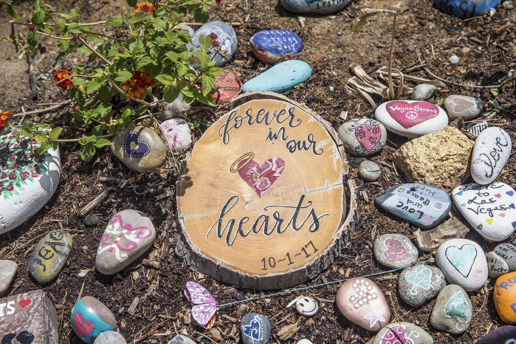 El jardín sanador que conmemora a las víctimas del tiroteo del 1 de octubre el miércoles 2 de mayo de 2018 en Las Vegas. Benjamin Hager Las Vegas Review-Journal @benjaminhphoto