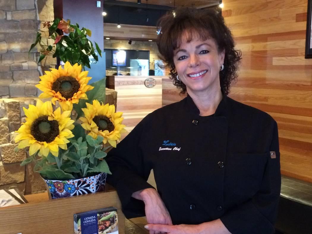 Leticia Mitchell, propietaria y chef, posó en el vestíbulo de su restaurante autodenominado en Tivoli Village el 8 de enero de 2018. Su primer restaurante ha disfrutado de nueve años de éxito ...