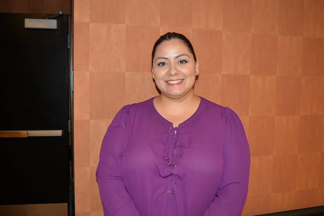 Susan Nogales Salazar, gerente de ventas de Travel Industry, nació en Santiago de Chile y se hizo ciudadana en 2015. Compartió su experiencia como ex alumna el miércoles 2 de mayo en el Wynn re ...