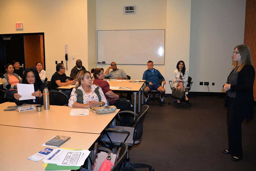 Kimberly Perera, especialista de cultura y comunidad del Wynn dio la bienvenida a los nuevos alumnos. El miércoles 2 de mayo en el Wynn resort. Foto Frank Alejandre / El Tiempo.