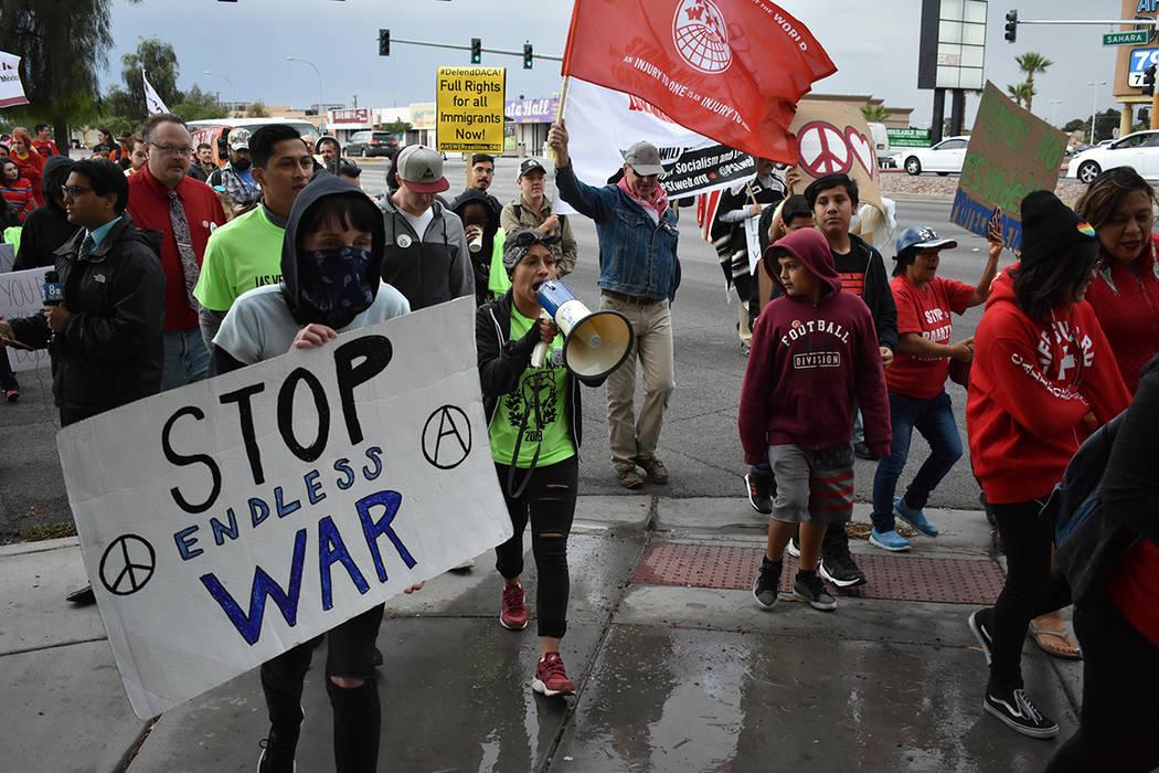 Dirigentes de la marcha utilizaron altavoces para expresar sus opiniones. Martes 1 de mayo de 2018 en Las Vegas. Foto Anthony Avellaneda / El Tiempo.