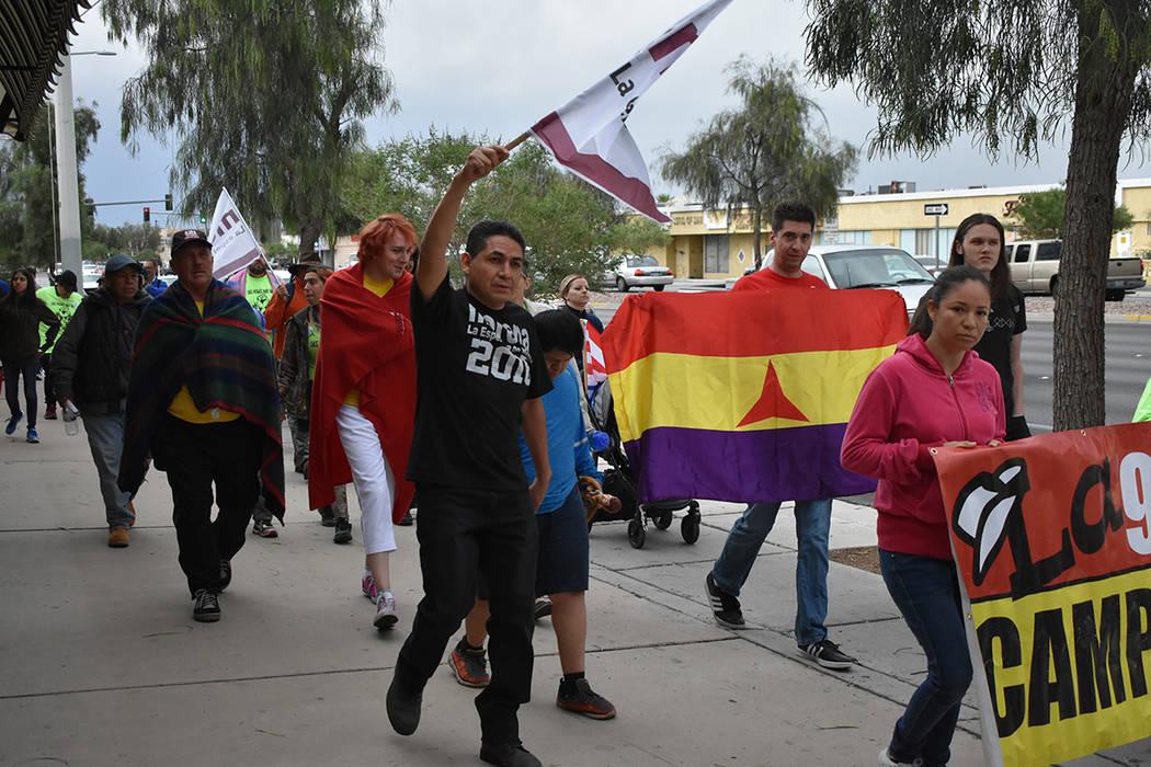 La marcha contó con algunas familias que asistieron con sus hijos pequeños. Martes 1 de mayo de 2018 en Las Vegas. Foto Anthony Avellaneda / El Tiempo.