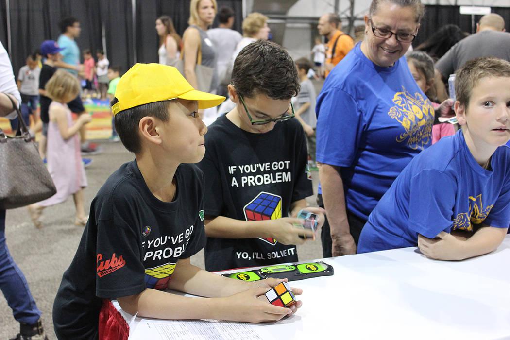Niños y adultos pudieron experimentar con juegos de ciencia y tecnología. Sábado 5 de mayo de 2018. World Market Center. Foto Cristian De la Rosa / El Tiempo - Contribuidor.