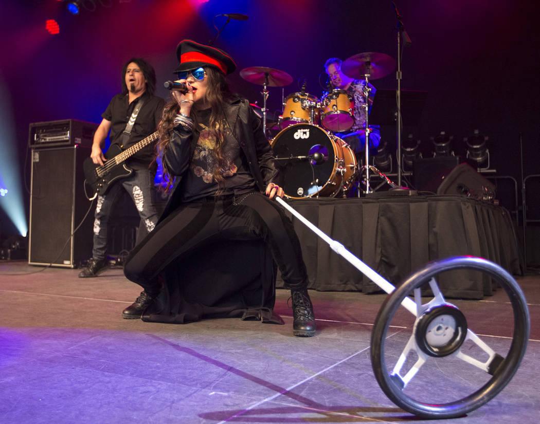 La banda RockOuts emocionaron a cientos de personas reunidas en el evento El Tiempo Cinco de Mayo. Sábado 5 de mayo de 2018 en hotel y casino Cannery. Foto Richard Brian / Las Vegas Review-Journal.