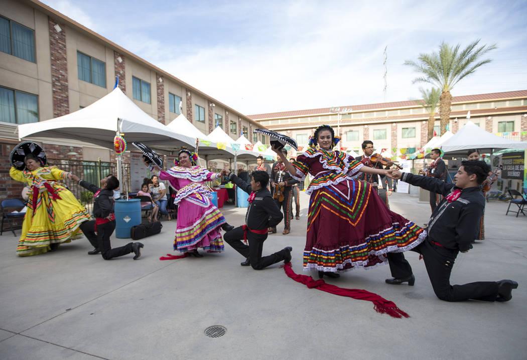 El ballet folklórico Senyelistli Azteca fueron los encargados de abrir el evento. Sábado 5 de mayo de 2018 en hotel y casino Cannery. Foto Richard Brian / Las Vegas Review-Journal.