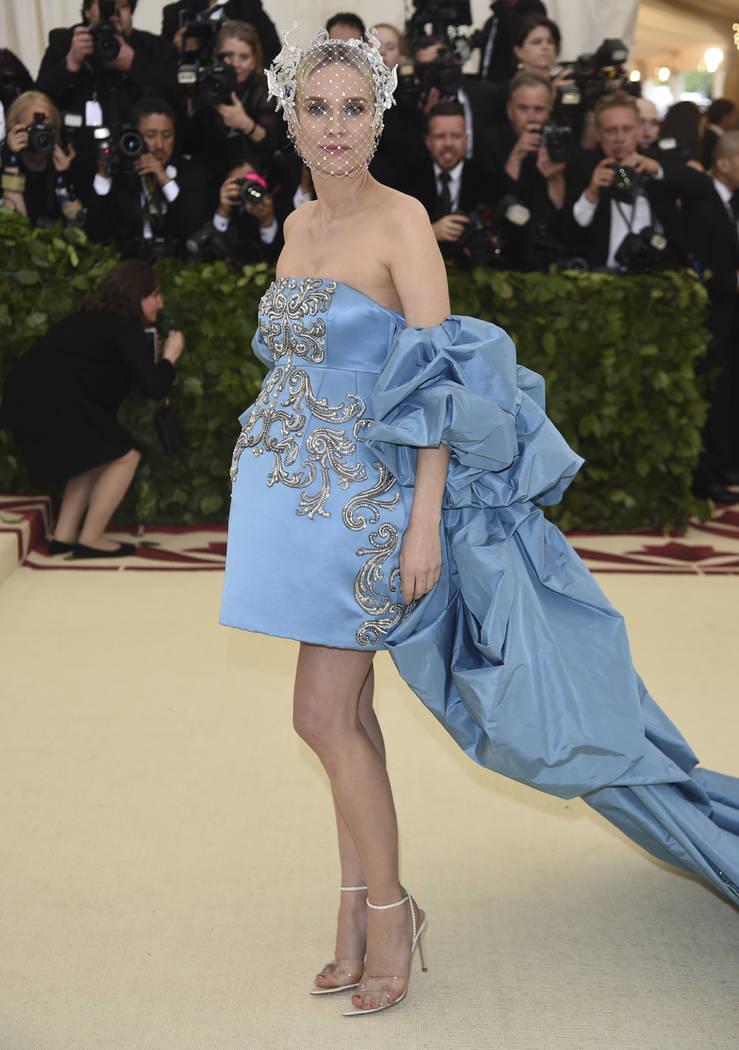 Diane Kruger asiste a la gala del Costume Institute del Museo Metropolitano de Arte que celebra la apertura de la exposición Heavenly Bodies: Fashion y Catholic Imagination el lunes 7 de mayo de ...