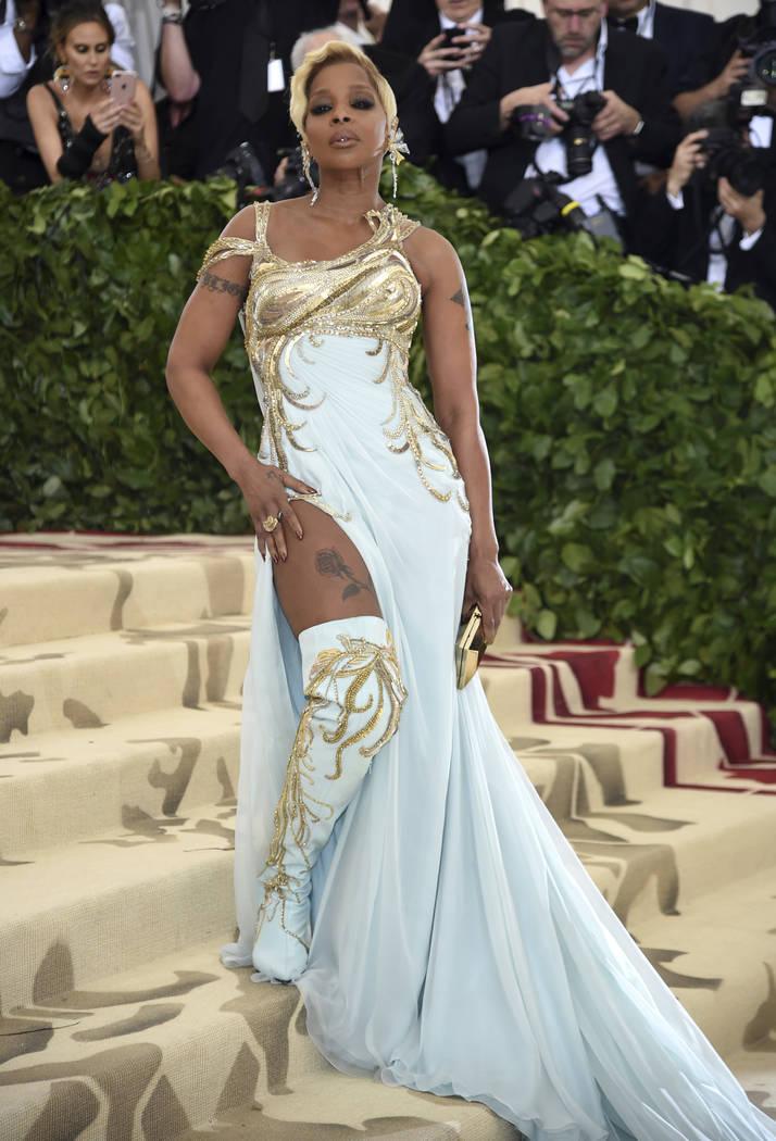 Mary J. Blige asiste a la gala del Costume Institute del Museo Metropolitano de Arte que celebra la apertura de la exposición Heavenly Bodies: Fashion y Catholic Imagination el lunes 7 de mayo de ...
