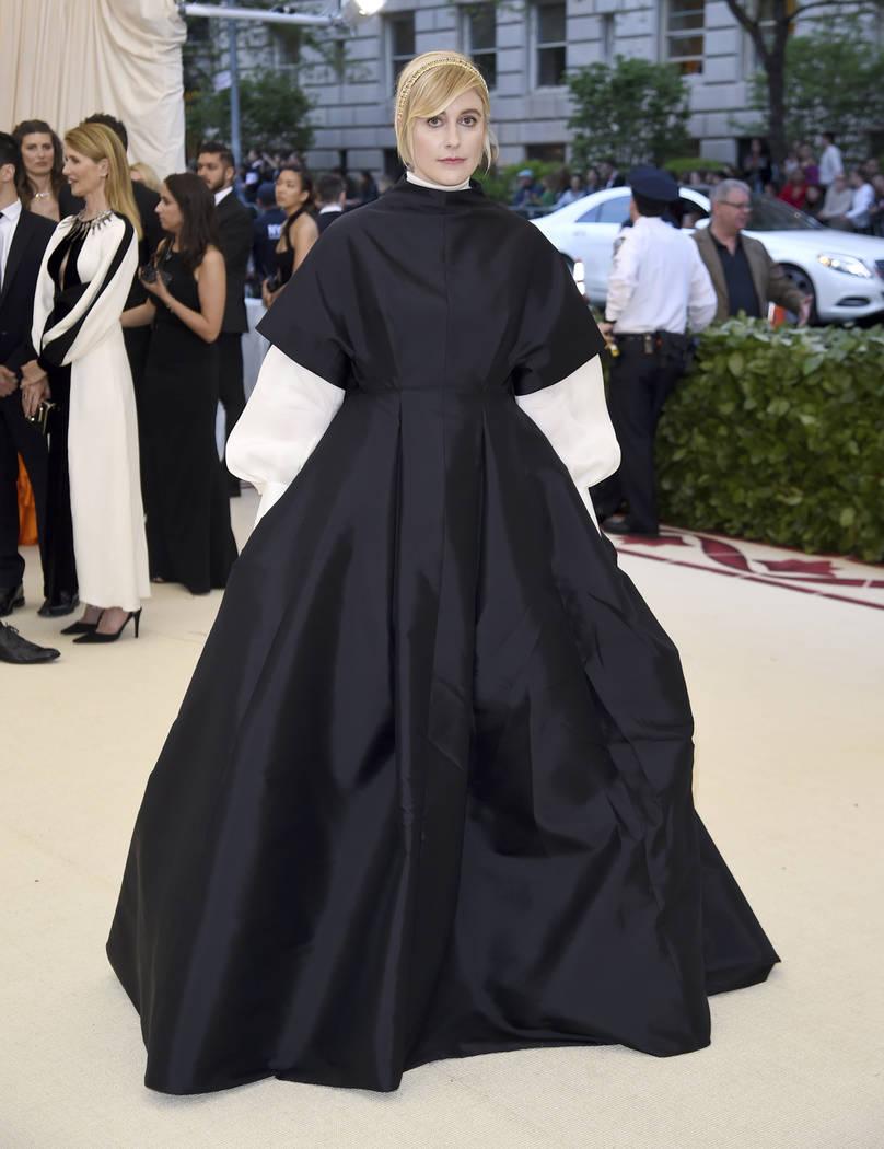 Greta Gerwig asiste a la gala benéfica del Instituto de Vestuario del Museo Metropolitano de Arte que celebra la apertura de la exposición Heavenly Bodies: Fashion y Catholic Imagination el lune ...