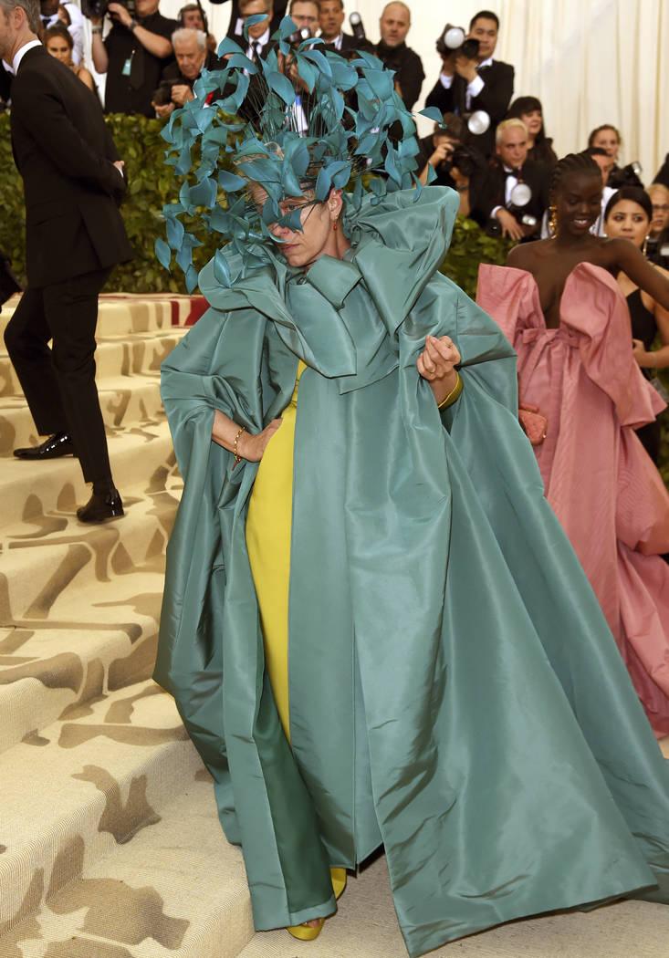 Frances McDormand asiste a la gala benéfica del Instituto de Vestuario del Museo Metropolitano de Arte que celebra la apertura de la exposición Heavenly Bodies: Fashion y Catholic Imagination el ...