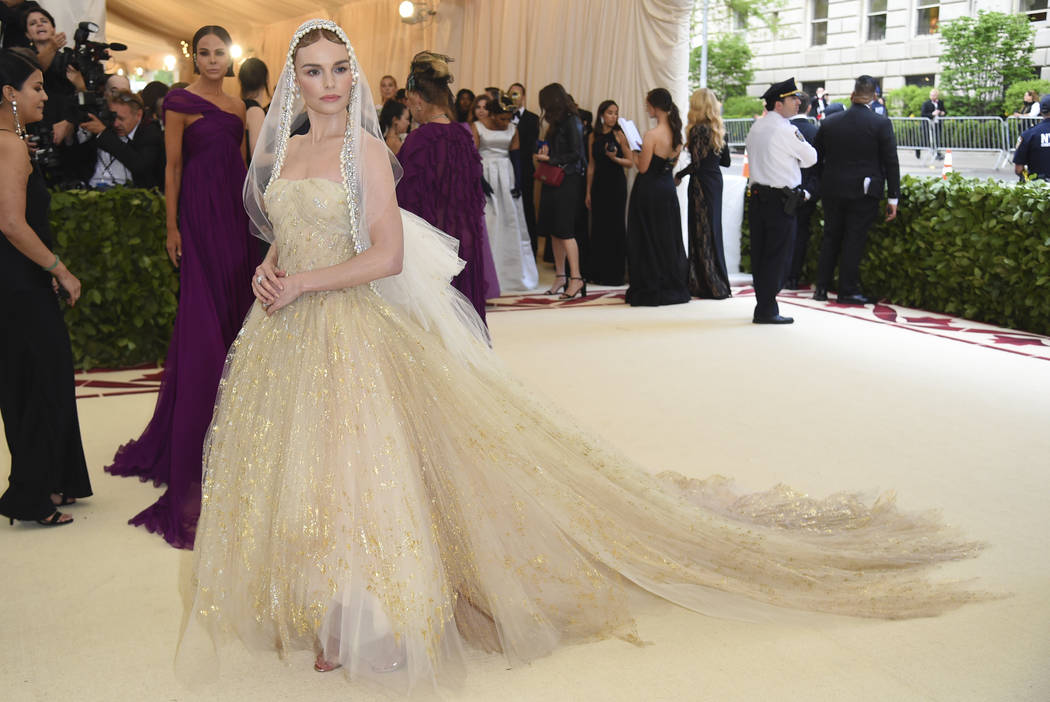 Kate Bosworth asiste a la gala del Costume Institute del Museo Metropolitano de Arte que celebra la apertura de la exposición Heavenly Bodies: Fashion y Catholic Imagination el lunes 7 de mayo de ...