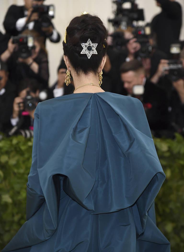 Lynda Carter asiste a la gala del Costume Institute del Museo Metropolitano de Arte que celebra la apertura de la exposición Heavenly Bodies: Fashion y Catholic Imagination el lunes 7 de mayo de ...