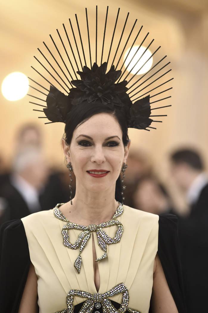Jill Kargman asiste a la gala del Costume Institute del Museo Metropolitano de Arte que celebra la apertura de la exposición Heavenly Bodies: Fashion y Catholic Imagination el lunes 7 de mayo de ...