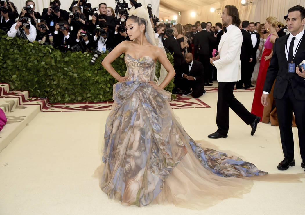 Ariana Grande asiste a la gala benéfica del Instituto de Vestuario del Museo Metropolitano de Arte que celebra la apertura de la exposición Heavenly Bodies: Fashion y Catholic Imagination el lun ...