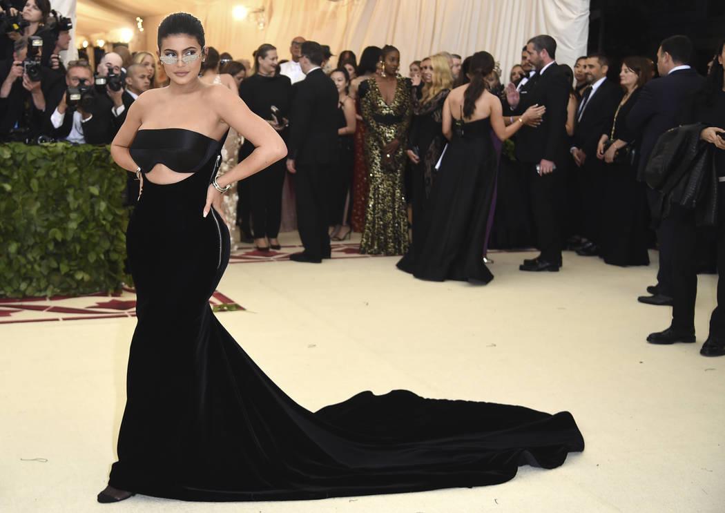 Kylie Jenner asiste a la gala benéfica del Instituto de Vestuario del Museo Metropolitano de Arte celebrando la inauguración de la exposición Heavenly Bodies: Fashion y Catholic Imagination el ...