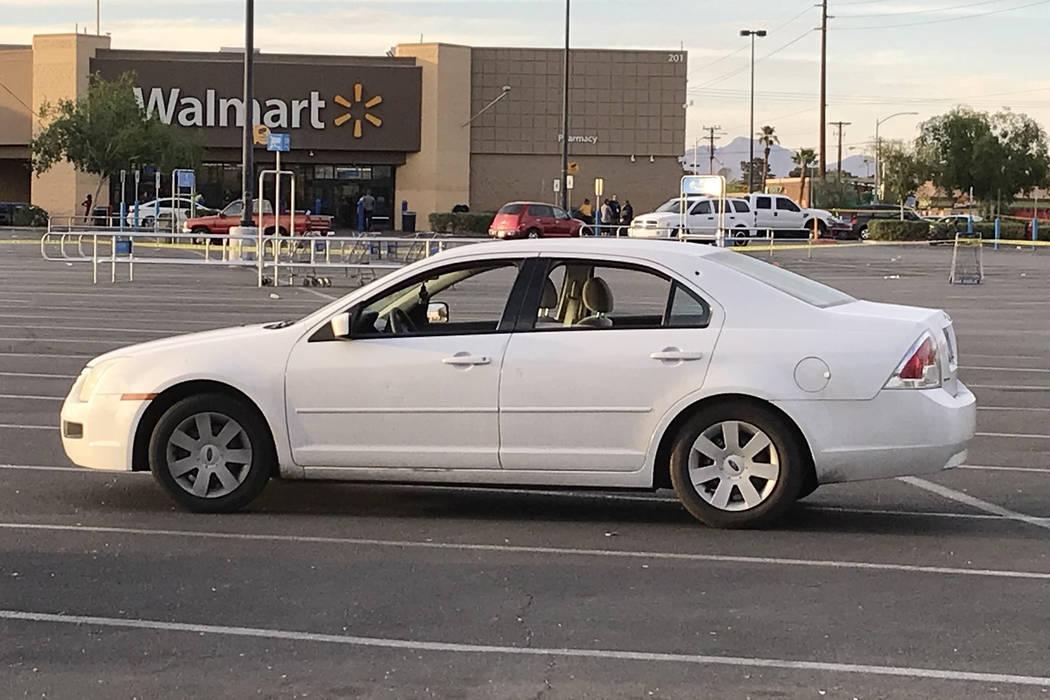 La policía de Las Vegas investiga un tiroteo en el área de Stewart Avenue y Nellis Boulevard el martes 8 de mayo de 2018. (Blake Apgar / Las Vegas Review-Journal)