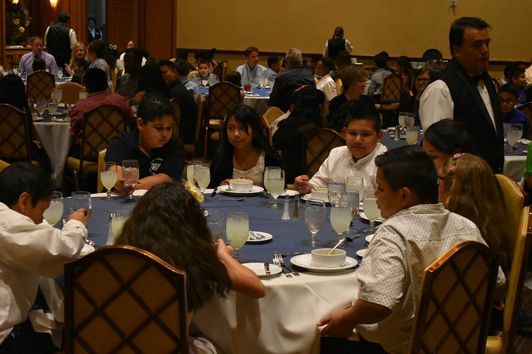 Station Casinos llevó a cabo un almuerzo formal para 150 alumnos de la escuela primaria C.P. Squires. Miércoles 9 de mayo de 2018 en hotel y casino Texas Station. Foto Anthony Avellaneda / El Ti ...