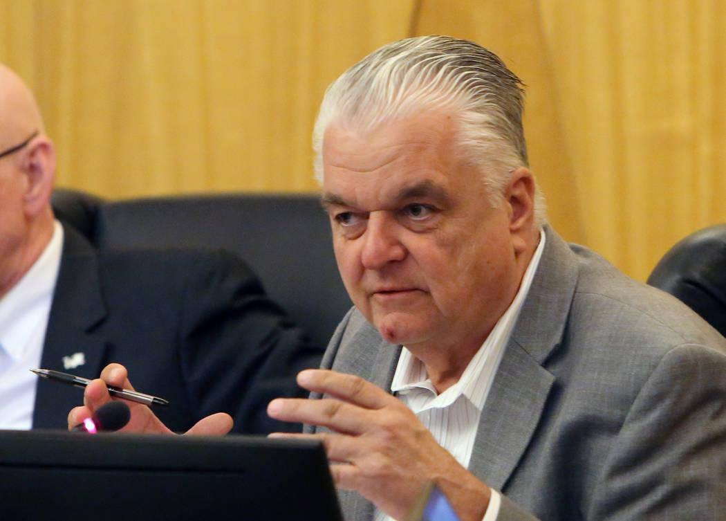 El comisionado del Condado de Clark: Steve Sisolak habla durante una reunión de la comisión para debatir si se deshace de los agentes de Henderson y North Las Vegas el martes 17 de abril de 2018 ...