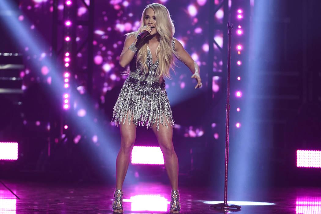 """Carrie Underwood presenta """"Cry Pretty"""" en la 53ª entrega anual de la Academy of Country Music Awards en el MGM Grand Garden Arena el domingo 15 de abril de 2018 en Las Vegas. (Foto por Chris Pizz ..."""